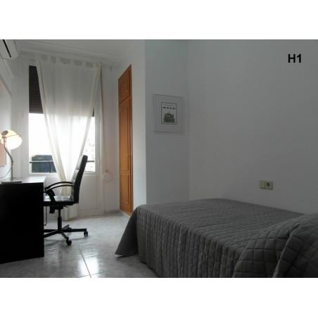Habitación con baño compartido CAST14-H1