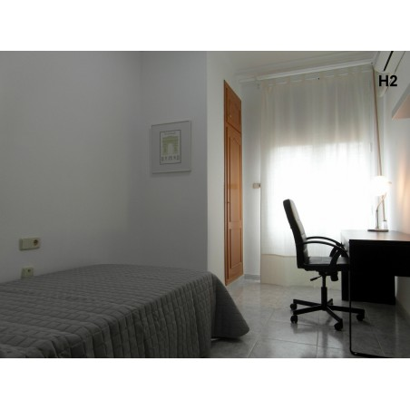 Habitación con baño compartido CAST14-H2