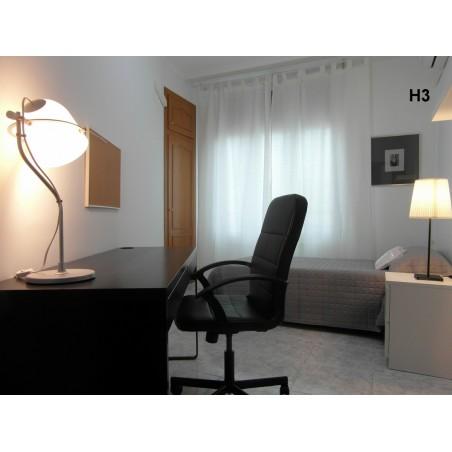 Habitación con baño compartido CAST14-H3