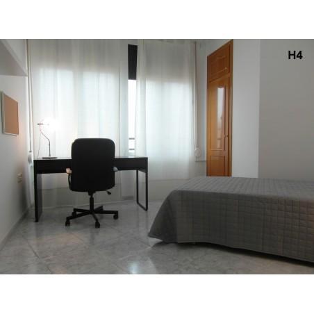 Habitación con baño compartido CAST14-H4