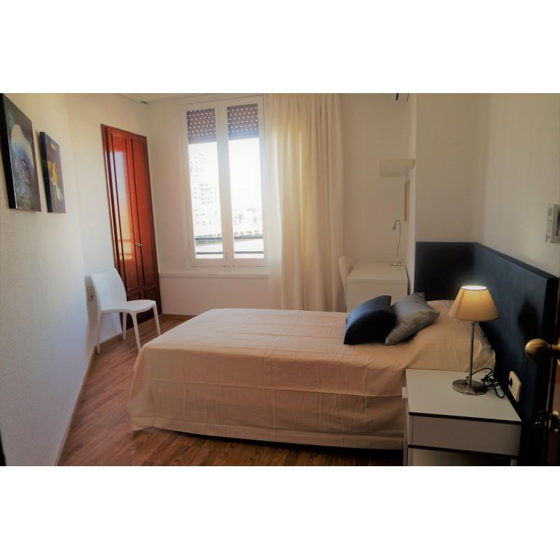 Habitación con baño compartido CAST20-H3