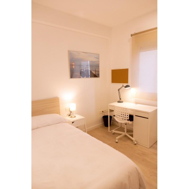Habitación con baño compartido AG32-3-H6